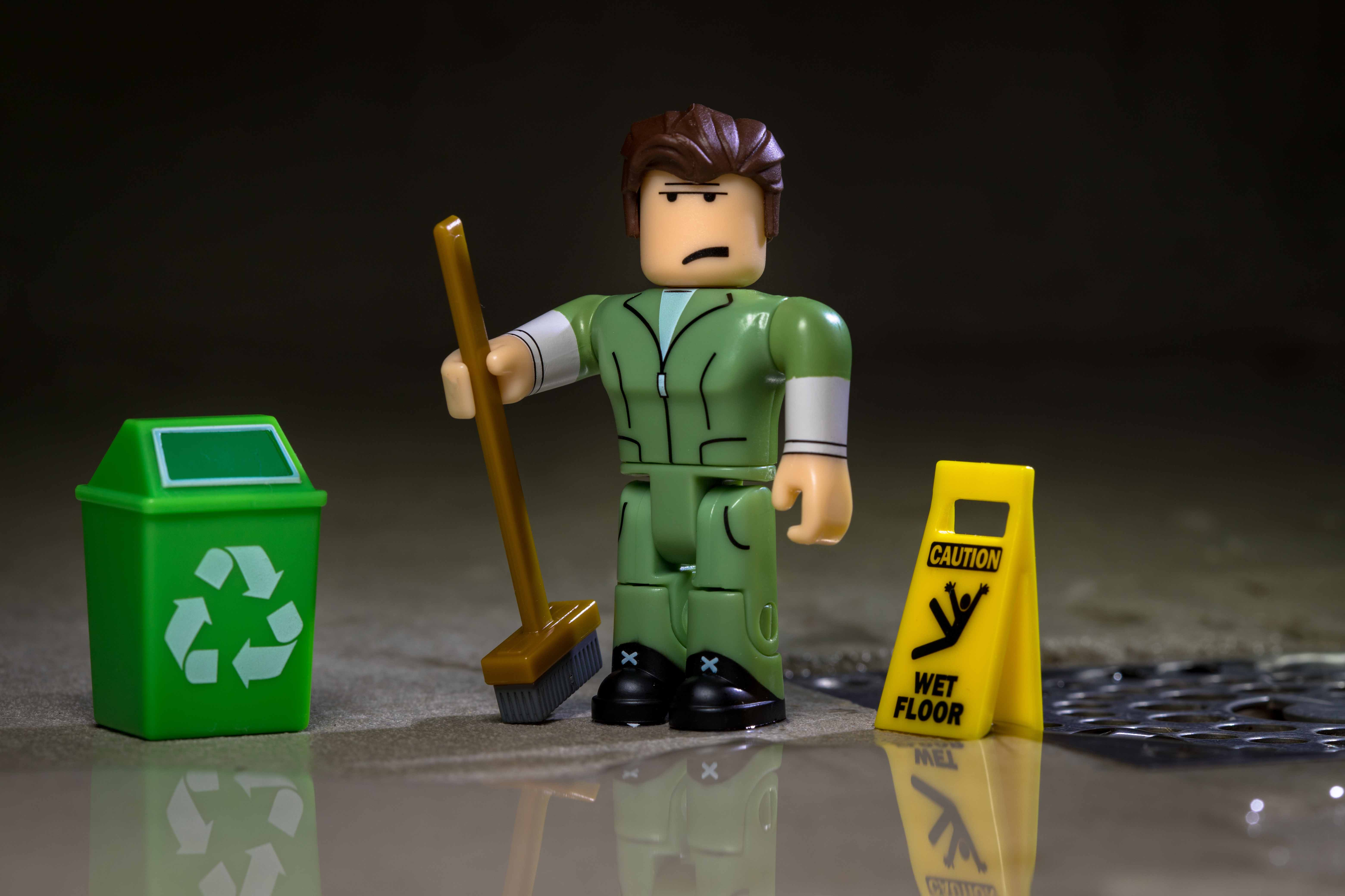 """Glen the Janitor Welcome to Bloxburg Roblox Action Figure 4/"""""""